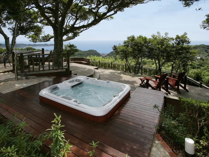 What S The Difference Between A Hot Tub A Spa And A Jacuzzi Blog The Sundance Spa Store