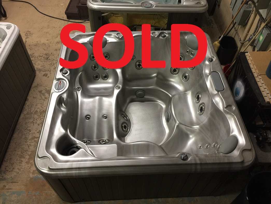Certified pre-owned Sundance Spas 680 series Peyton hot tub spa hot tubs Ontario