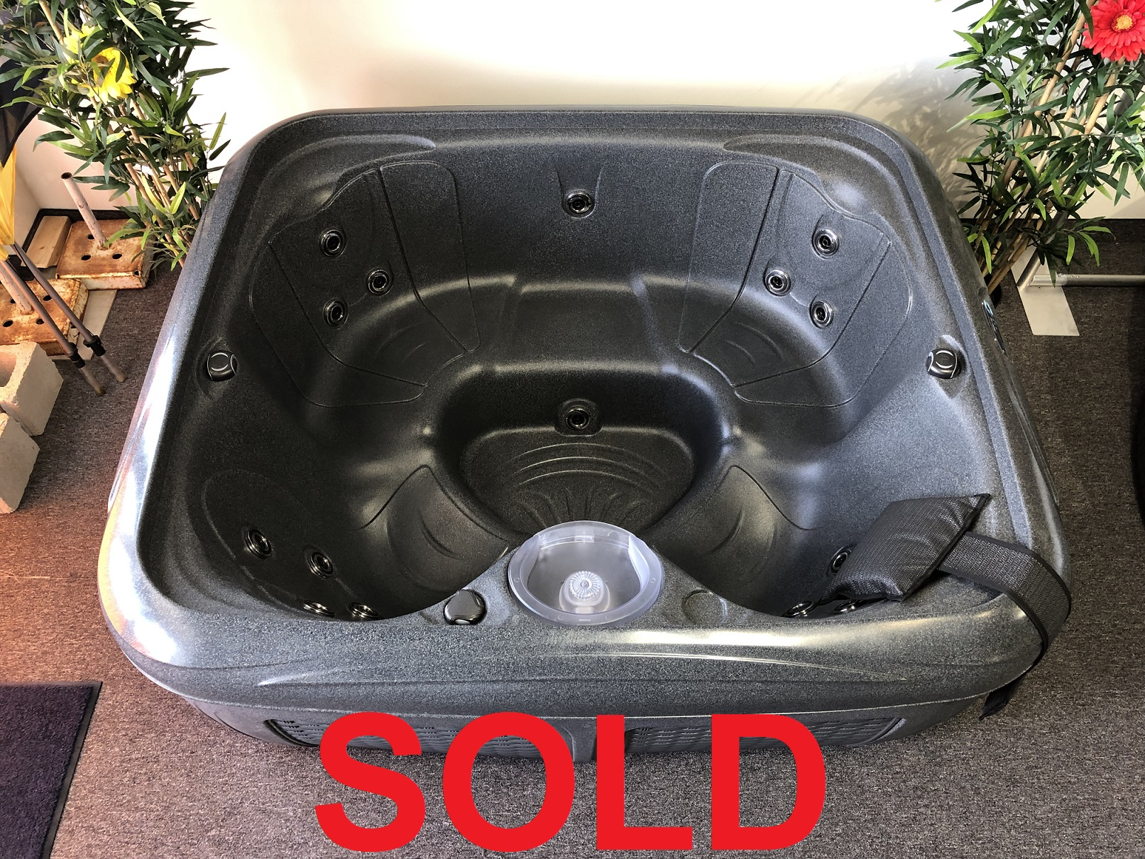 Dreammaker EZ spa portable hot tub plug n play store hot tubs spas near me Vaughan Ontario